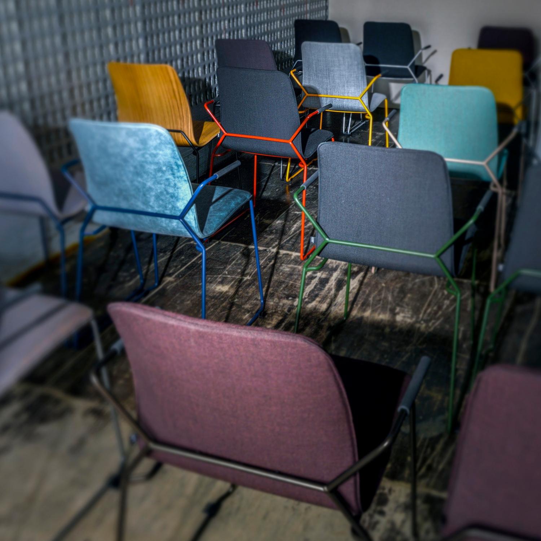 Das zeitlose Design des Stuhls X-Act spiegelt die Handschrift des Hauses KFF wider.