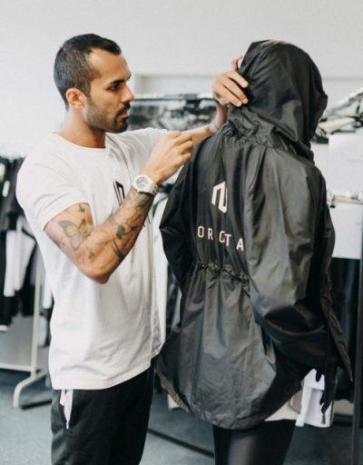 Morotai setzt auf Minimalismus und Willenskraft. Die Sportswear-Kollektion des deutschen Labels gibt es in Nürnberg bei Wormland.