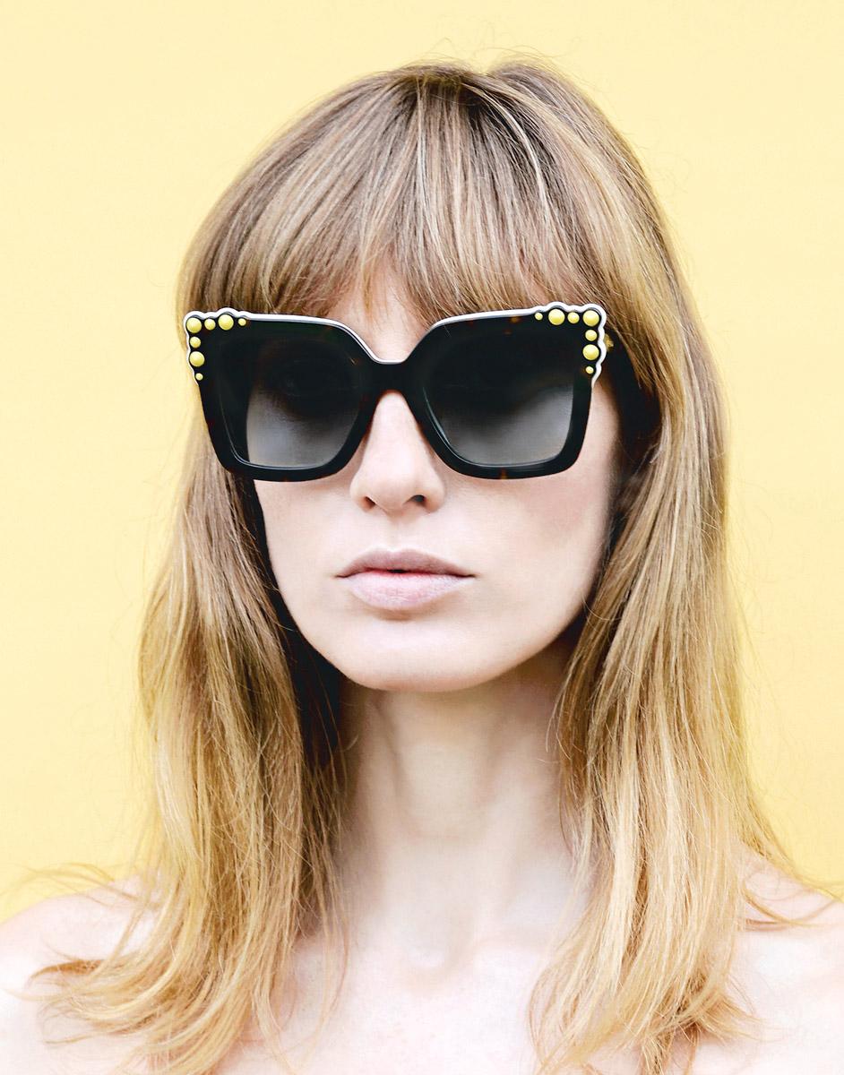 Die neuen Sonnenbrillen versprühen einen ganz besonderen Stil, wie man ihn vielleicht in einem verschneiten Hollywood der 50er getragen hätte.