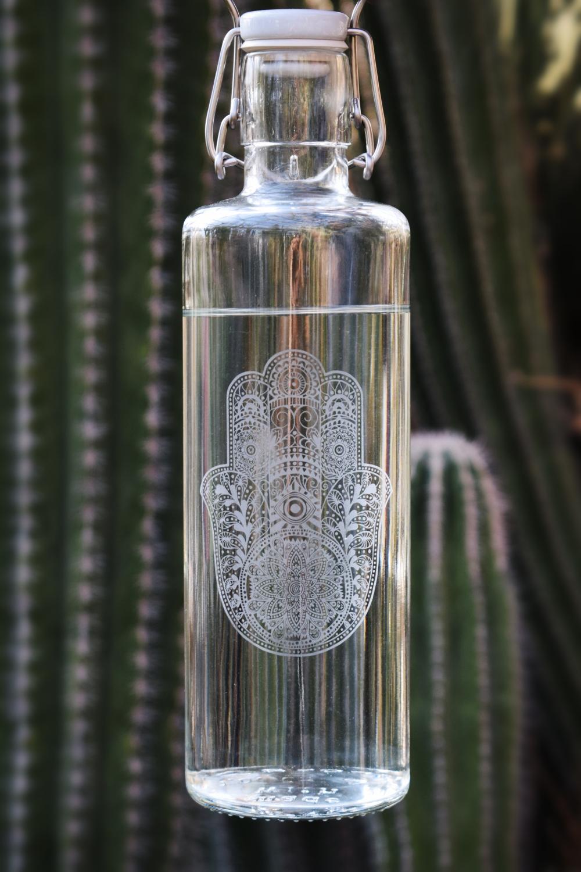 Wer sein Wasser aus den stylishen wiederverwendbaren Glasflaschen von Soulbottles trinkt, kann ganz leicht etwas Gutes für die Umwelt tun.