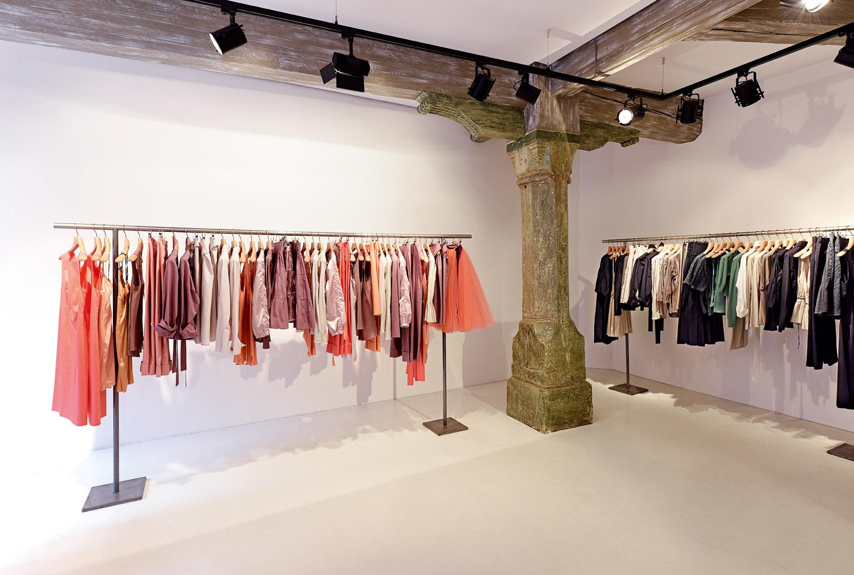 Minimalistische Schnitte und weibliche Formen sind ein Markenzeichen von Designerin Susanne Bommer.